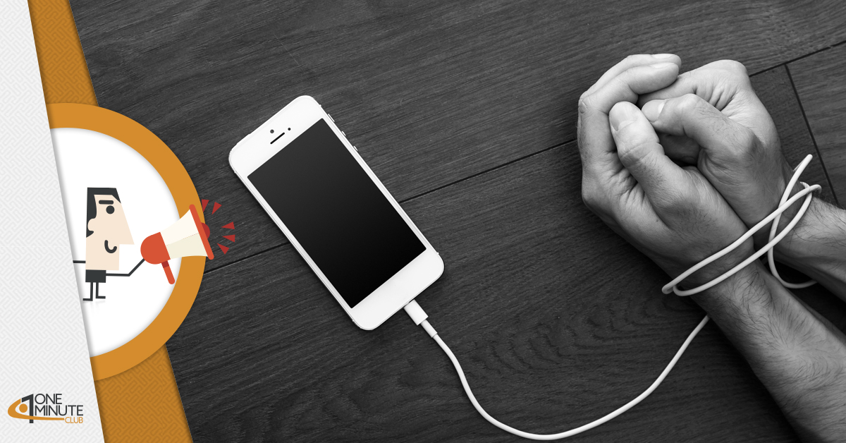 """Più di 1 italiano su 2 """"dipende"""" dallo smartphone: i dati Censis"""